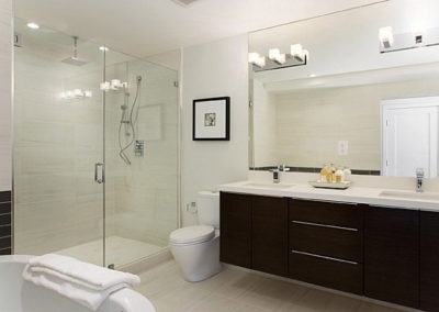 A-series-of-square-bulbs-creates-vanity-lighting-in-a-modern-bathroom